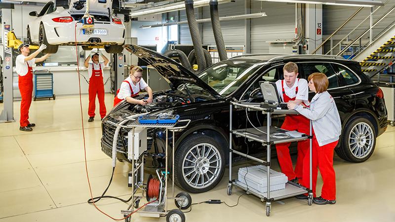 آوسبیلدونگ تکنسین مکاترونیک خودرو در آلمان